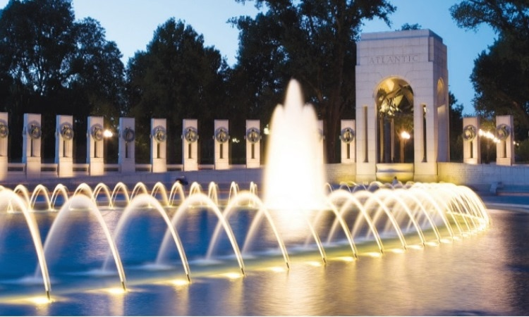 The World War II Memorial in Washington honors the 16 million who served and more than 400,000 who died. (Photo: Library of Congress)